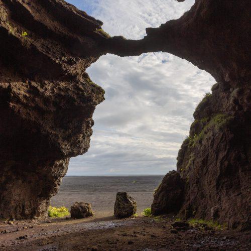 Hjörleifshöfði ● Blick aus der Höhle ● ©2020