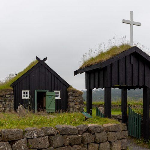 Reykjavík ● Árbæjarsafn ● Grassodenkirche ● ©2021