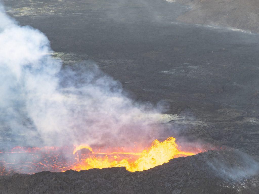 Fagradalsfjall ● ein Blick in den Krater ● ©2021